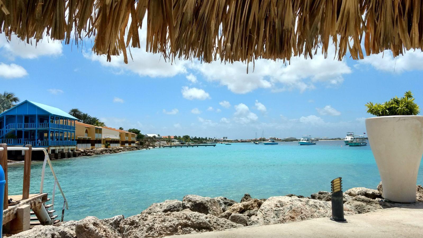 Vliegen naar Bonaire? Lees alles wat u moet weten over onder andere het tijdsverschil.