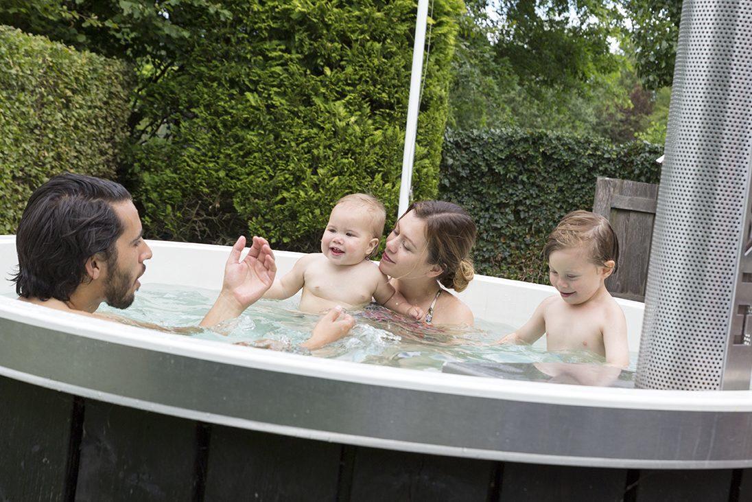 wellness vakantiehuis de Goudvink heeft zowel een hottub een finse sauna, een sunshower, overdekt terras met loungebank. Ideaal voor vriendinnenweekend, een familieweekend, of een wellness weekendje weg in de mooie Gelderse Achterhoek