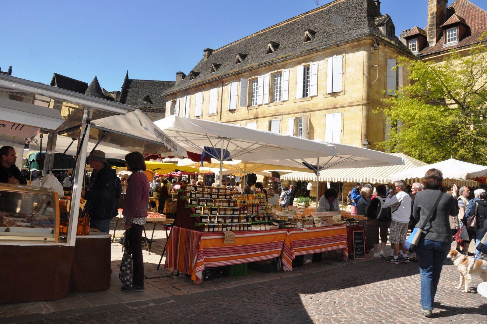 Tijdens je vakantie in de Dordogne naar de markt