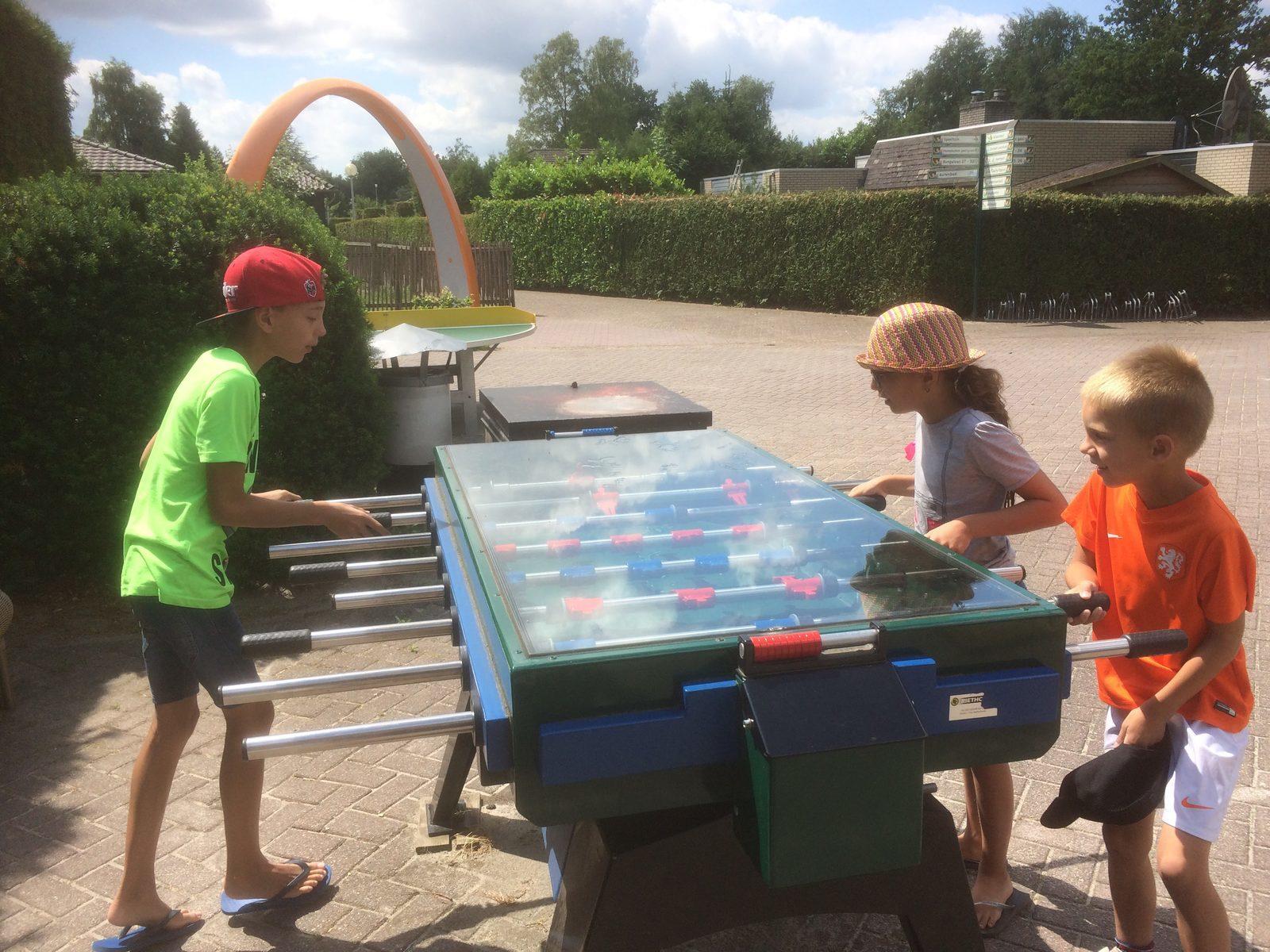 Heerlijk spelen op het park tijdens vakantie met kids op Recreatiepark De Boshoek