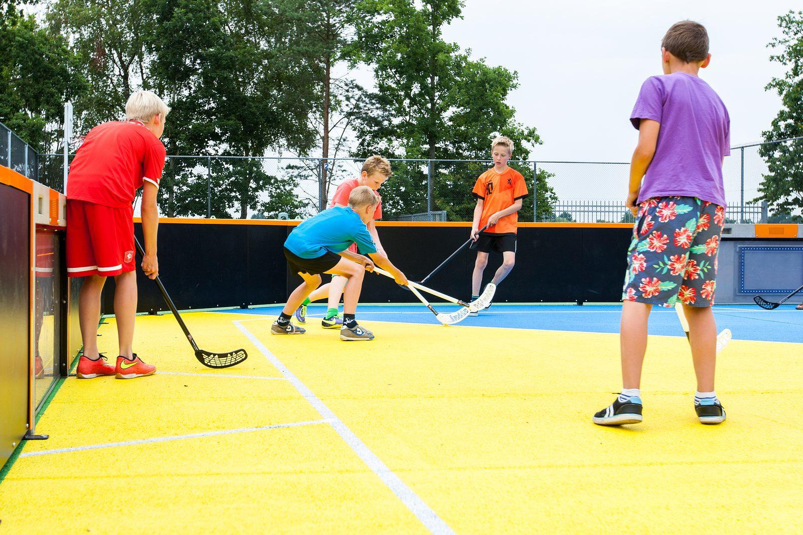 Speel hockey