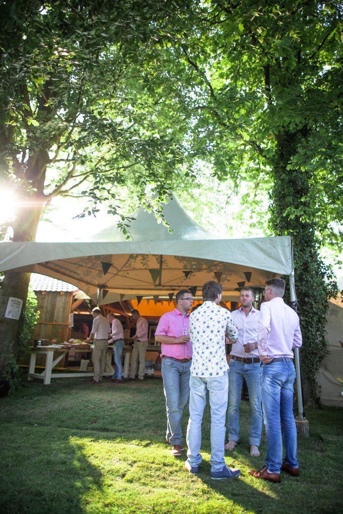 Festival bruiloft trouwen festivalsfeer