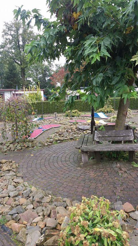 Leuk midgetgolfen tijdens vakantie op Recreatiepark De Boshoek