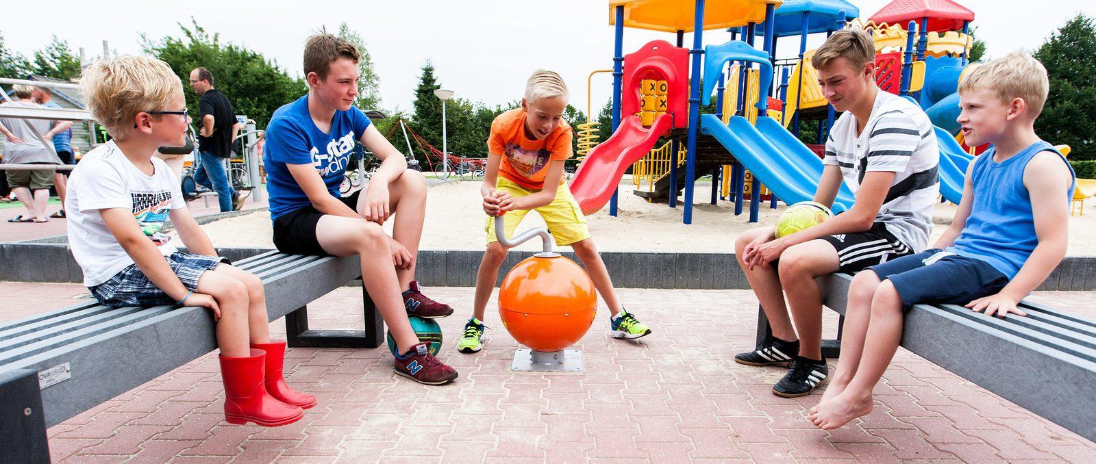Spelen met de interatieve Musicball op de camping