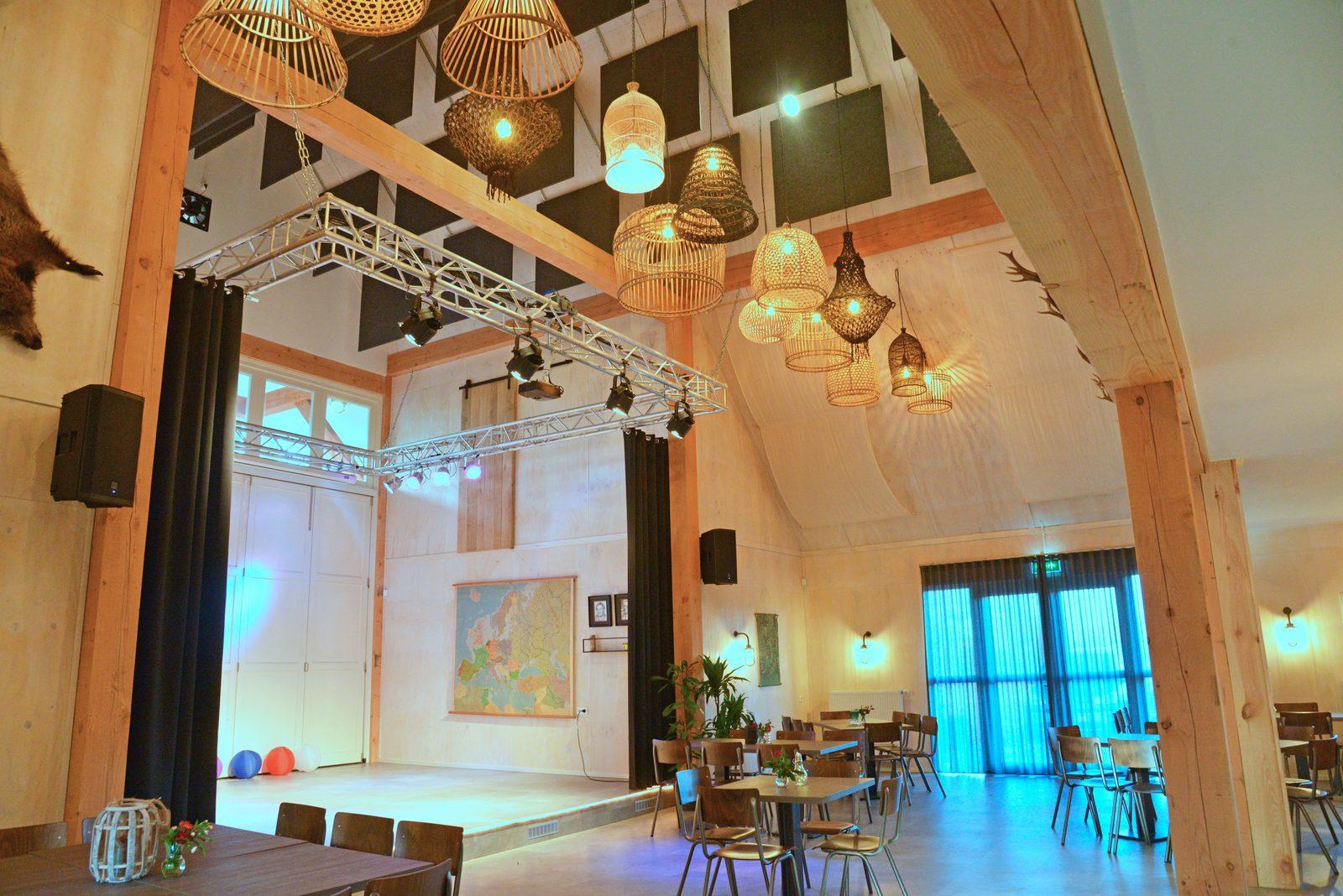 Atmosphärisches Zimmer für viele verschiedene Pakete