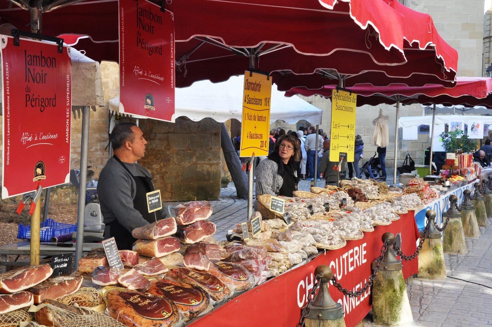 bezoek een markt tijdens je vakantie in de Dordogne