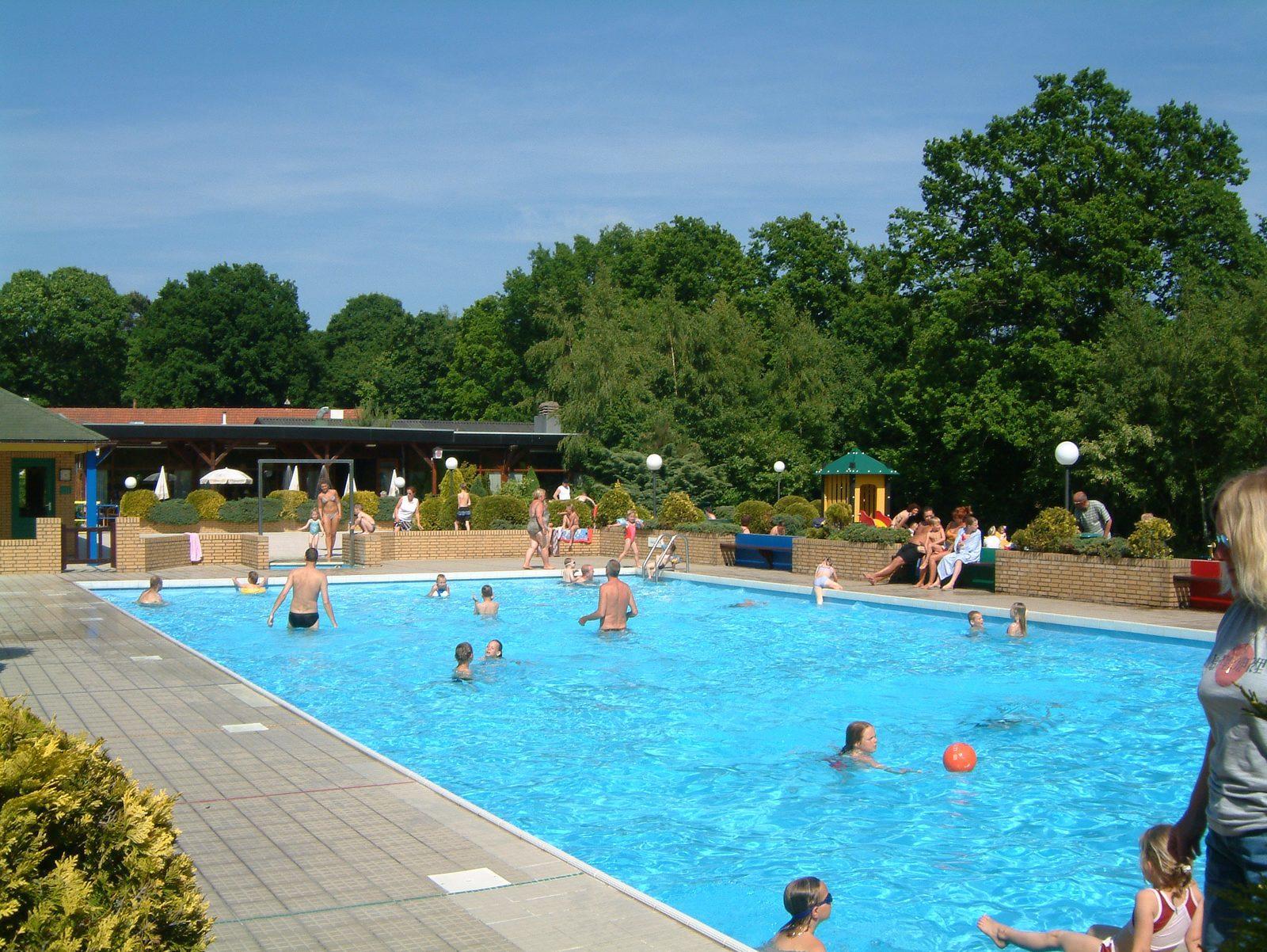Parc de Kievit beschikt over een vakantiehuis voor 10 personen in Brabant, waarbij u gebruik kunt maken van het verwarmde buitenzwembad.