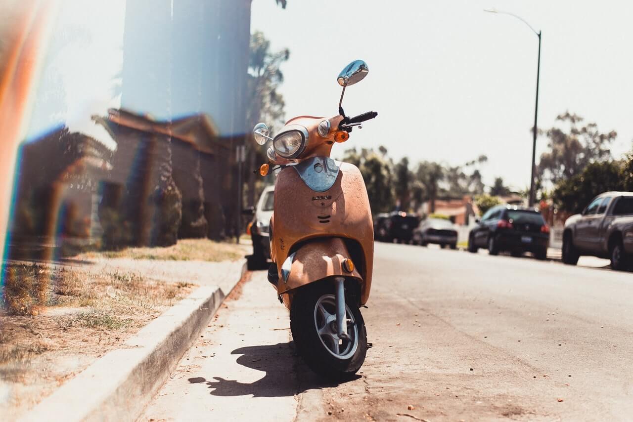 Vervoer op Bonaire; van scooters tot bussen.