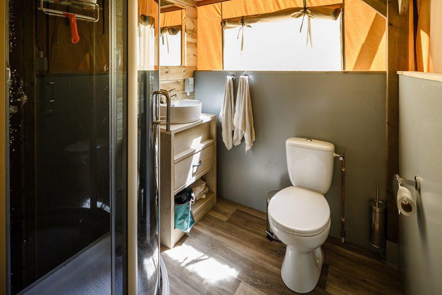 Luxe kamperen met inpandige badkamer - De Boshoek
