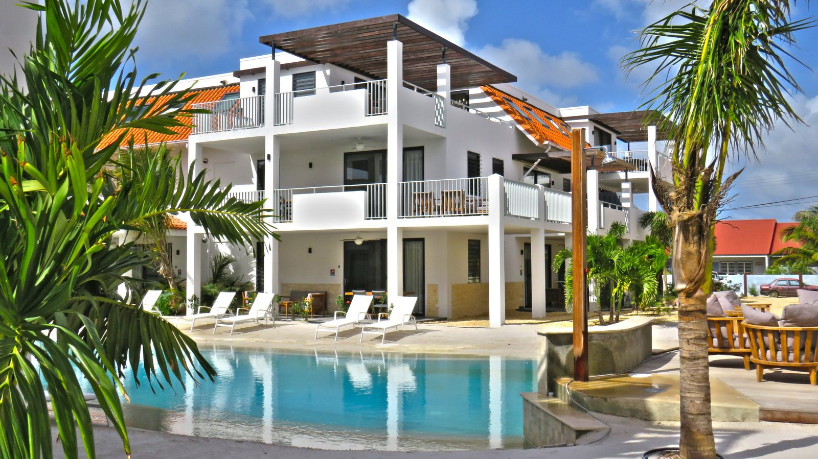 Staying on Bonaire? That is possible at Resort Bonaire! We have several apartments that are luxurious and have everything you need.