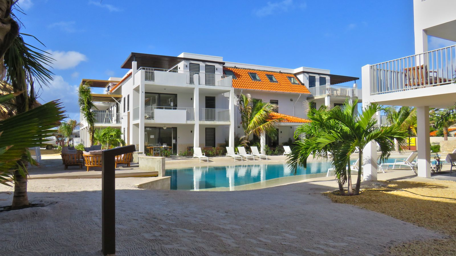 Een zwembad op Bonaire? Die vindt u op Resort Bonaire. Wij hebben een zandstrand waar zowel volwassenen als kinderen zich goed kunnen vermaken.