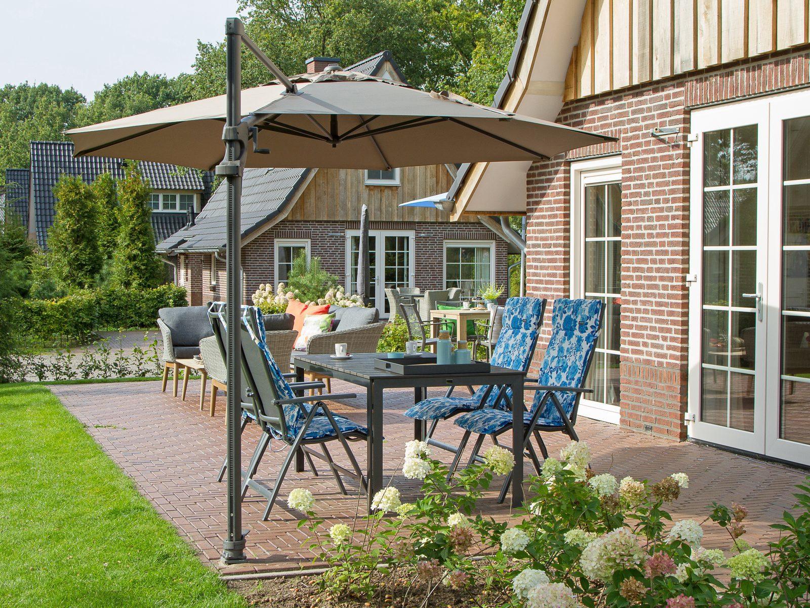 Alle ruimte op het terras van uw vakantievilla op Hof van Salland