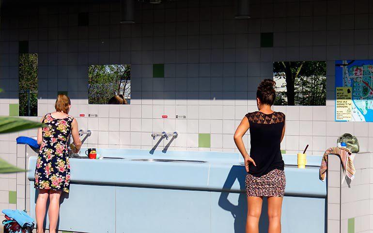Sanitair en wasserette Camping Zeeburg
