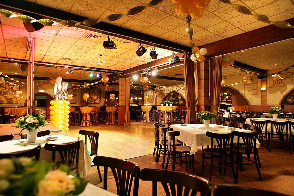 Bruin café + Bogenzaal