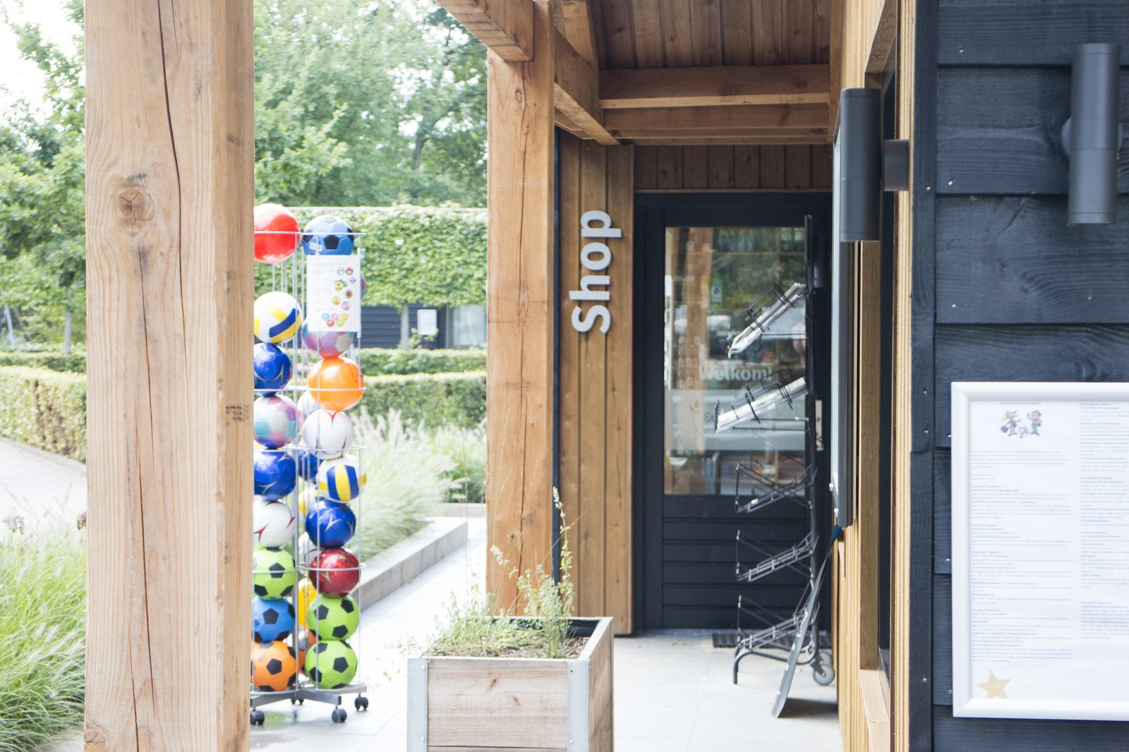 EuroParcs Resort De Wije Werelt facility breakfast shop entrance