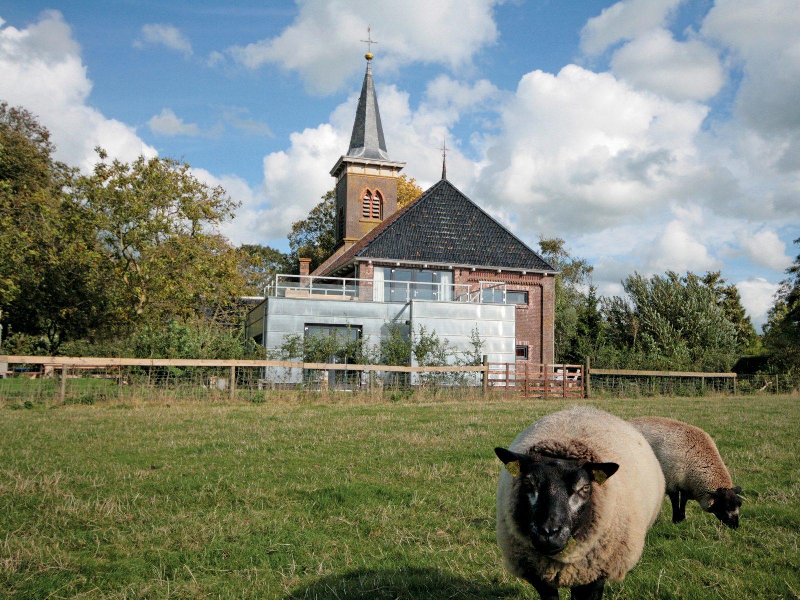 Grutte Tsjerke in Friesland voor bijzondere overnachtingen in Nederland