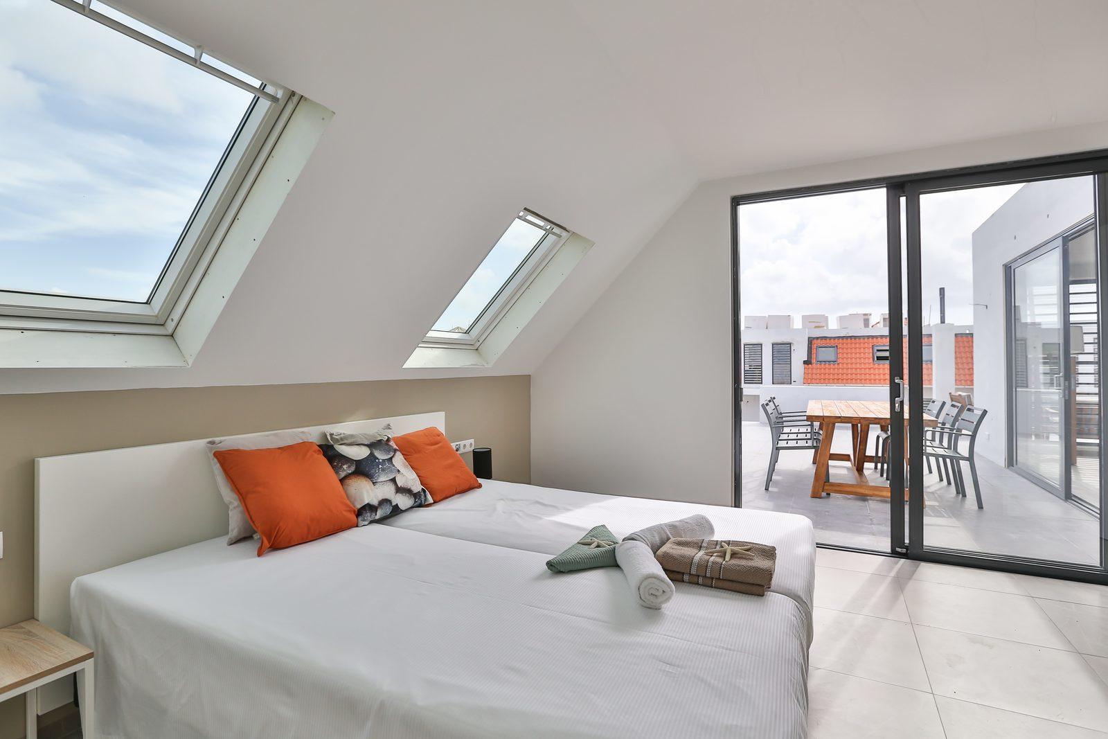 Resort Bonaire beschikt over ruime slaapkamers die in verbinding staan met het balkon. Bekijk onze beschikbare accomodaties!
