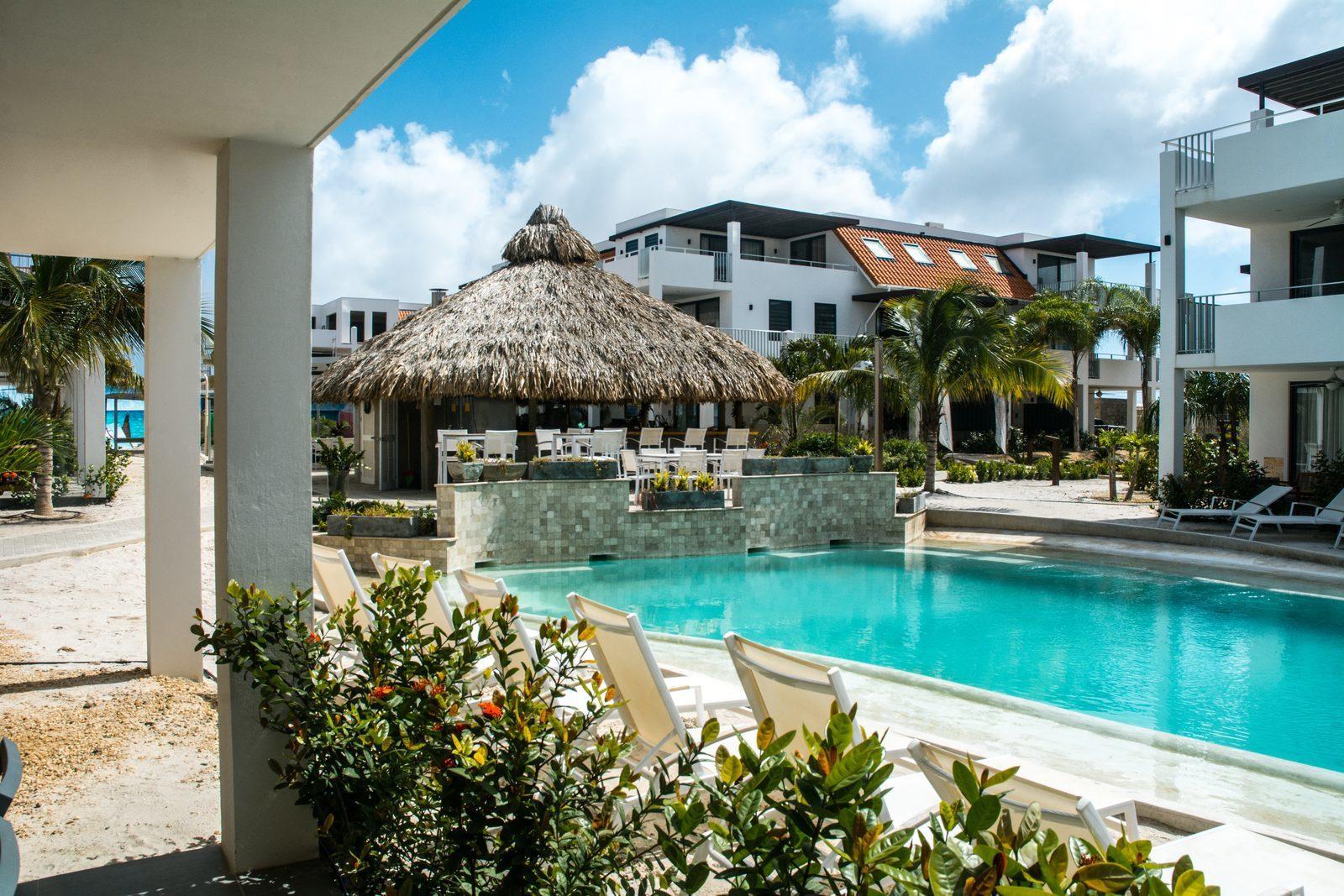 Zoekt u een resort op Bonaire? Resort Bonaire beschikt over een prachtig zwembad en zeer luxe appartementen.