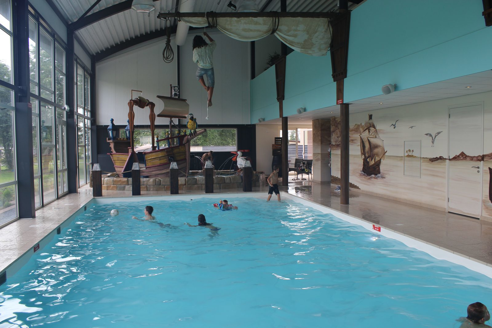 Swimming pool & wellness centre.
