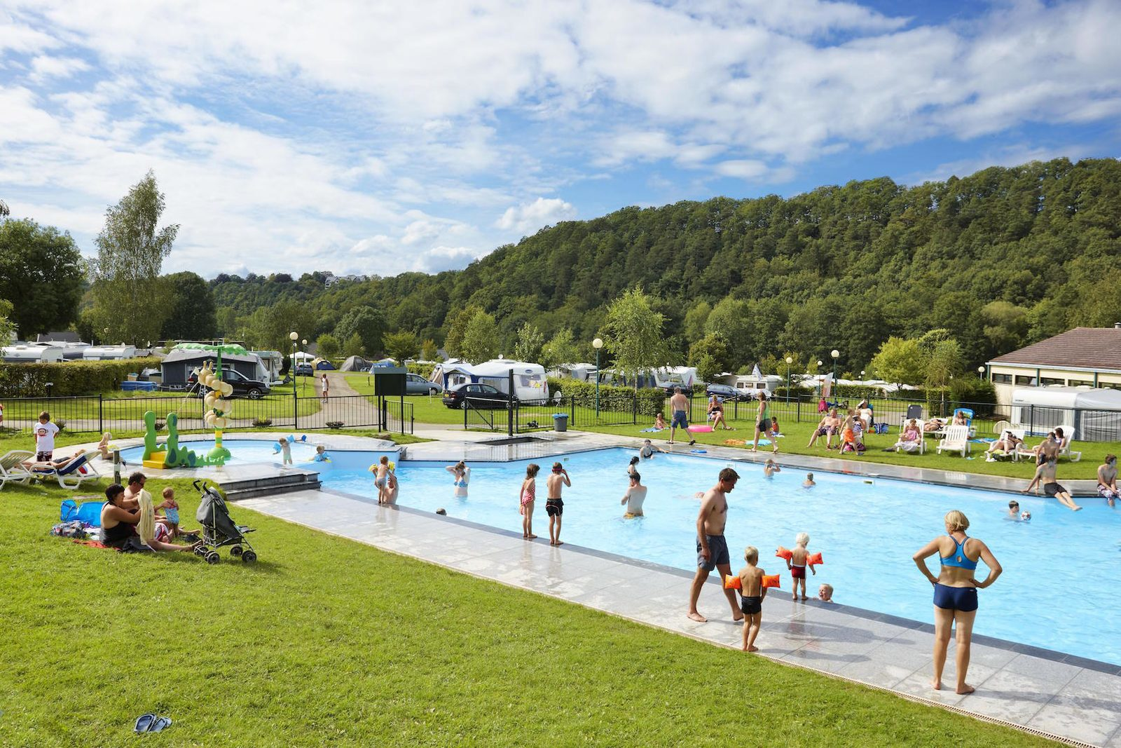 Campsite with swimming pool in the Ardennes